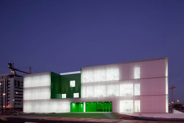 Social Services building in Móstoles, Spain by Dosmasuno Arquitectos