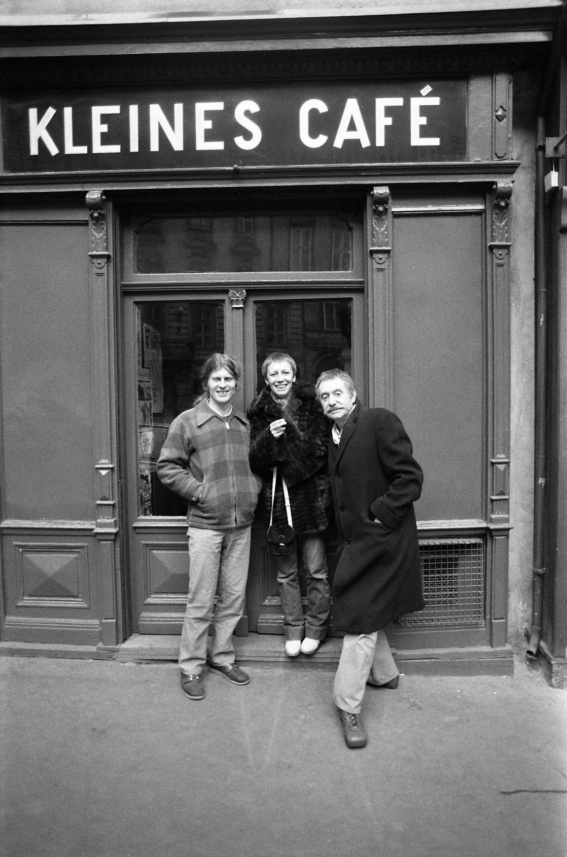 from left: Max Peintner, Barbara Radice and Ettore Sottsass in Vienna, 1977
