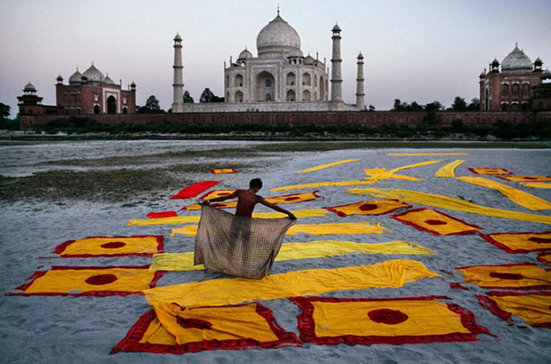 Man dries fabric near the Taj Mahal - Steve McCurry from the book India