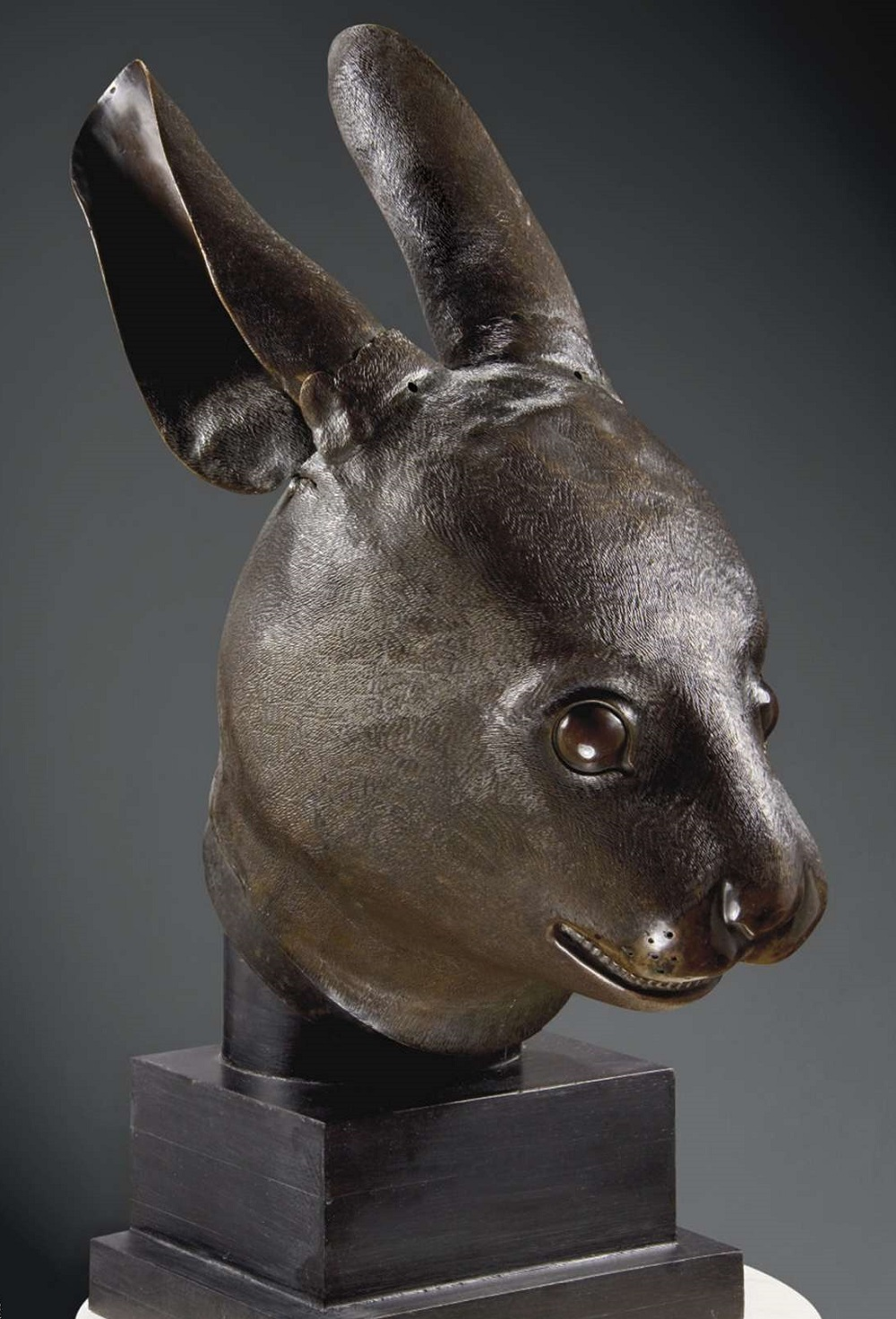The rabbit bronze, returned by Pinault