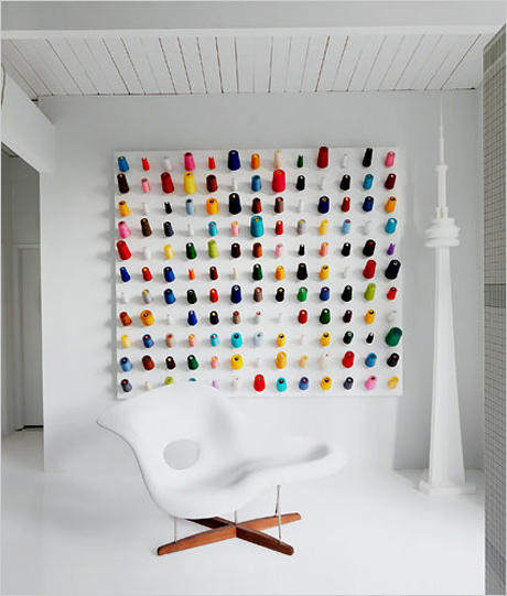 Douglas coupland channels damien hirst design agenda for Idee deco murale originale