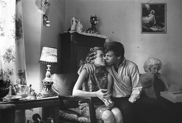 Danny Lyon, Inside Kathy's Apartment, Uptown (1965)