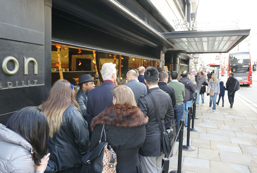 The queue outside Waterstones - Photo Bonnie Beadle